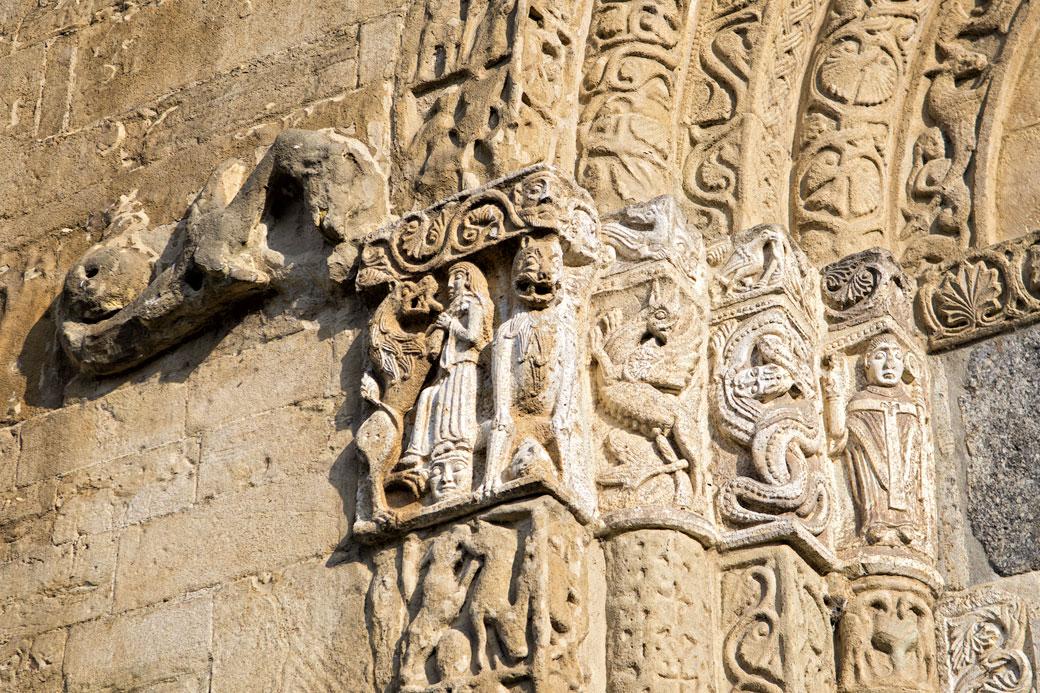 Détail de la porte de la basilique San Michele Maggiore de Pavie