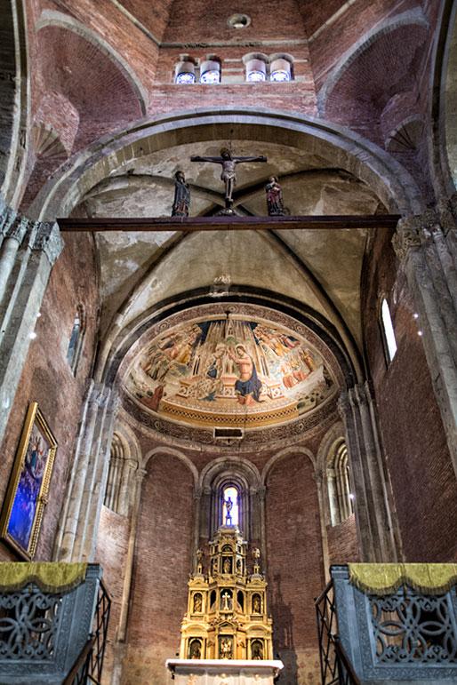 Intérieur de la basilique San Michele Maggiore de Pavie, Italie