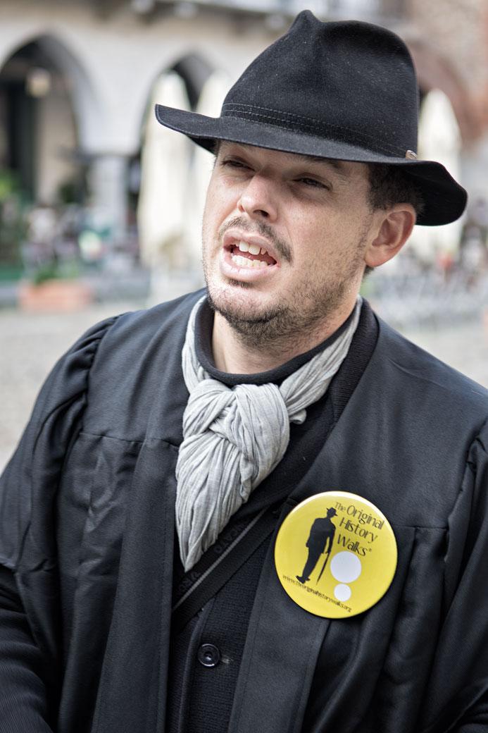 Explications d'Ivan Fowler sur la ville de Pavie, Italie