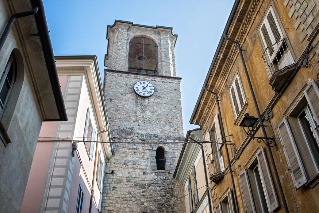 Horloge sur une tour de Varzi, Italie