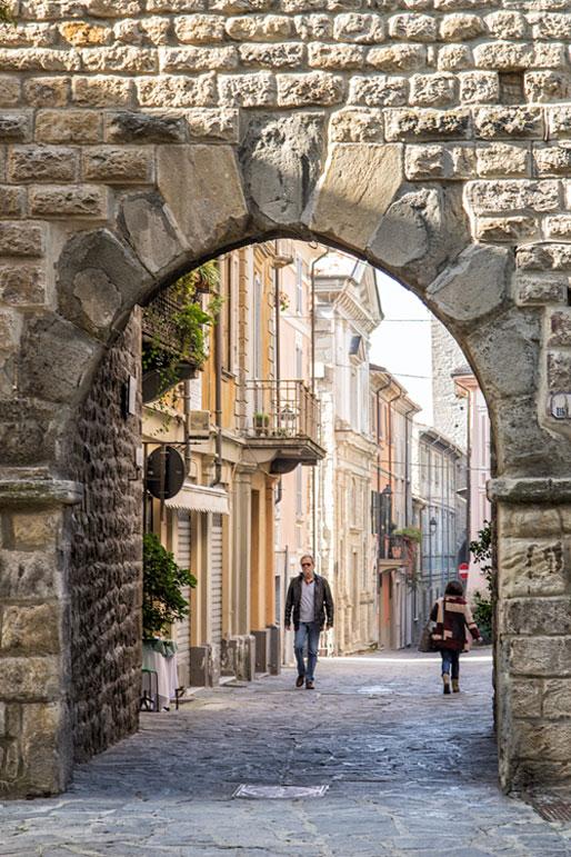 Arche d'une porte de Varzi, Italie