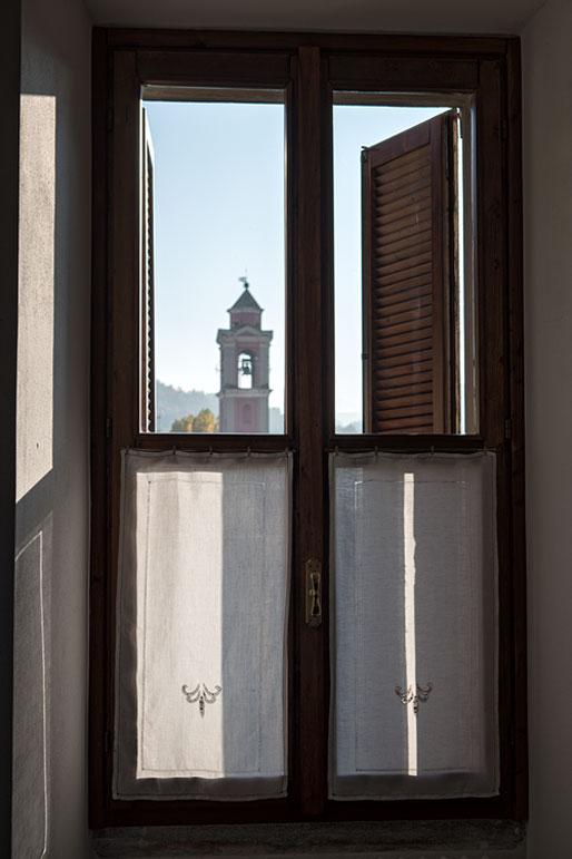 Fenêtre du château Malaspina à Varzi, Italie