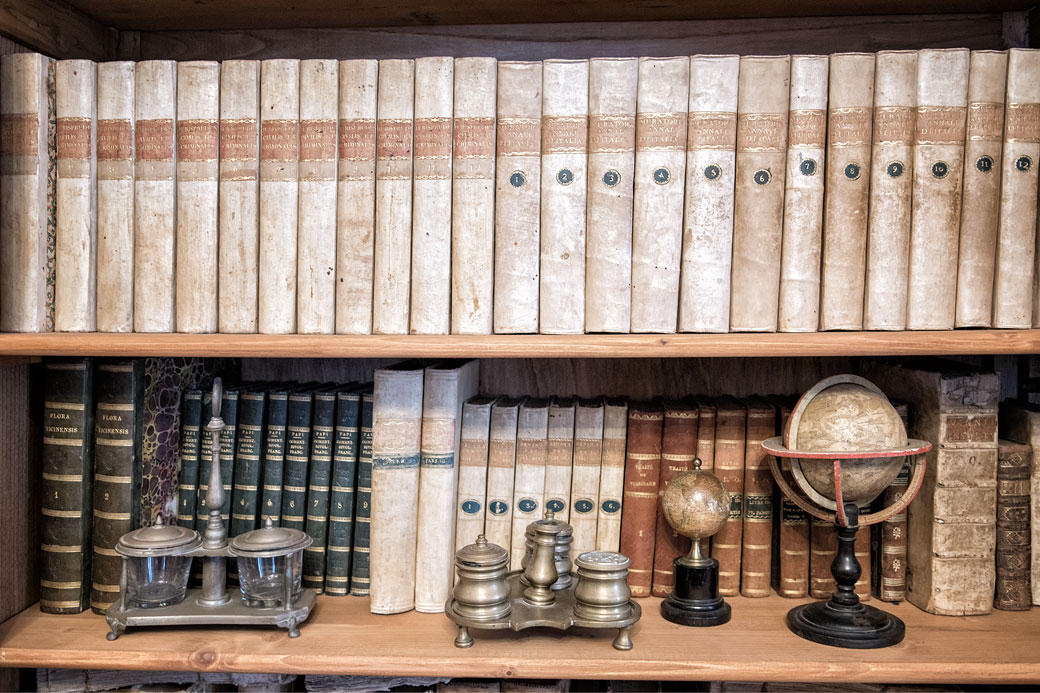Livres dans la bibliothèque du château Malaspina à Varzi, Italie