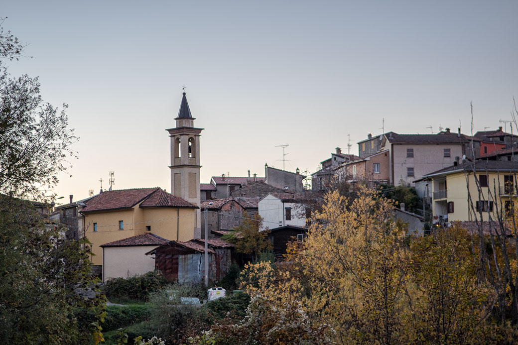 Le hameau de Castellaro de la commune de Varzi, Italie