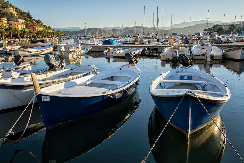 Bateaux dans le port de Le Grazie, Italie