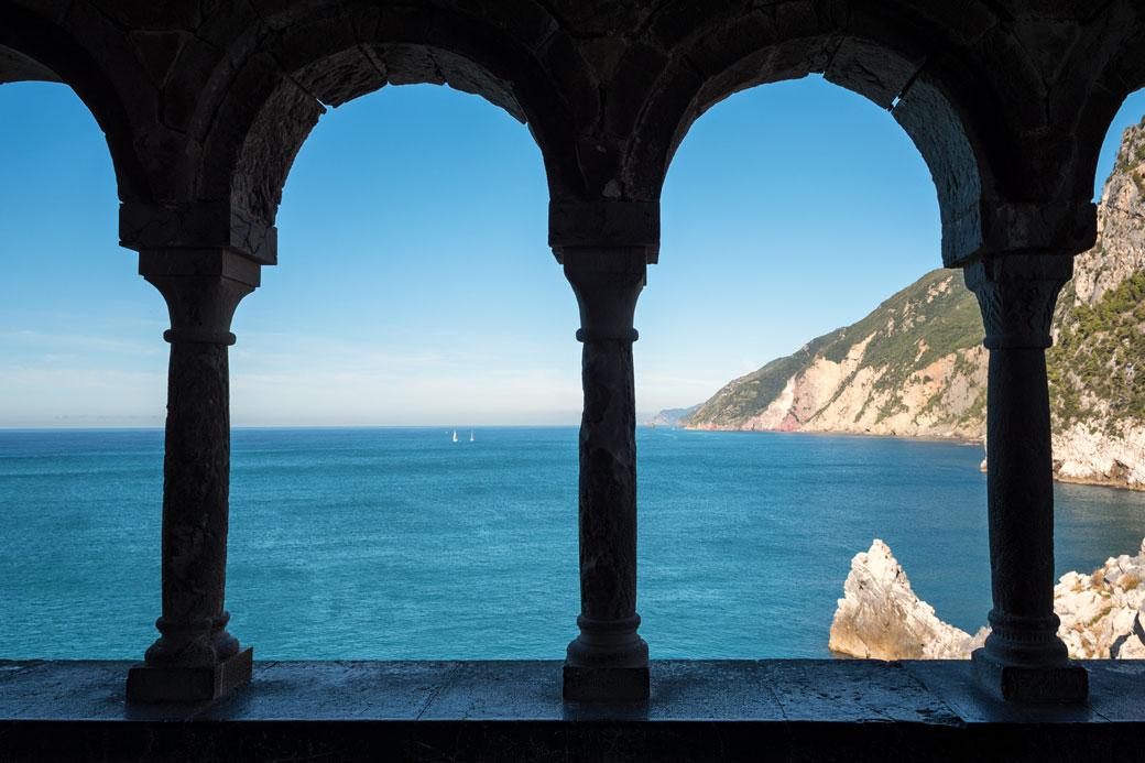 Mer de Ligurie depuis l'église Saint-Pierre à Portovenere, Italie