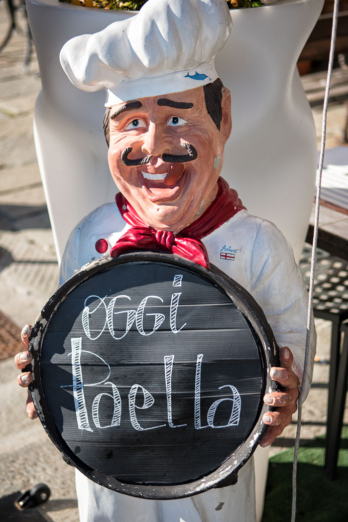 Figurine comique d'un restaurant de Portovenere, Italie