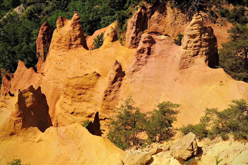 Falaises d'ocres au Colorado Provençal de Rustrel, France