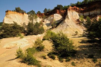 Les falaises d'ocres du Colorado Provençal de Rustrel, France