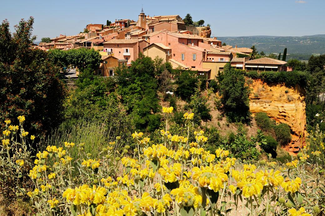 Le joli village de Roussillon en Luberon, France