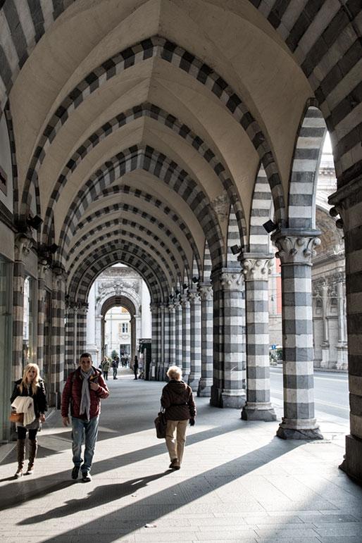 Arcades au centre-ville de Gênes, Italie