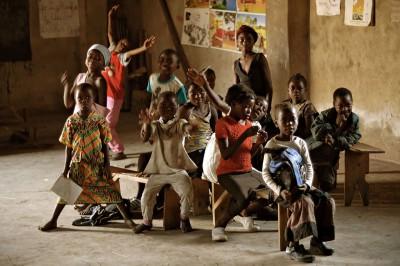Groupe d'enfants dans une classe de Lusaka, Zambie