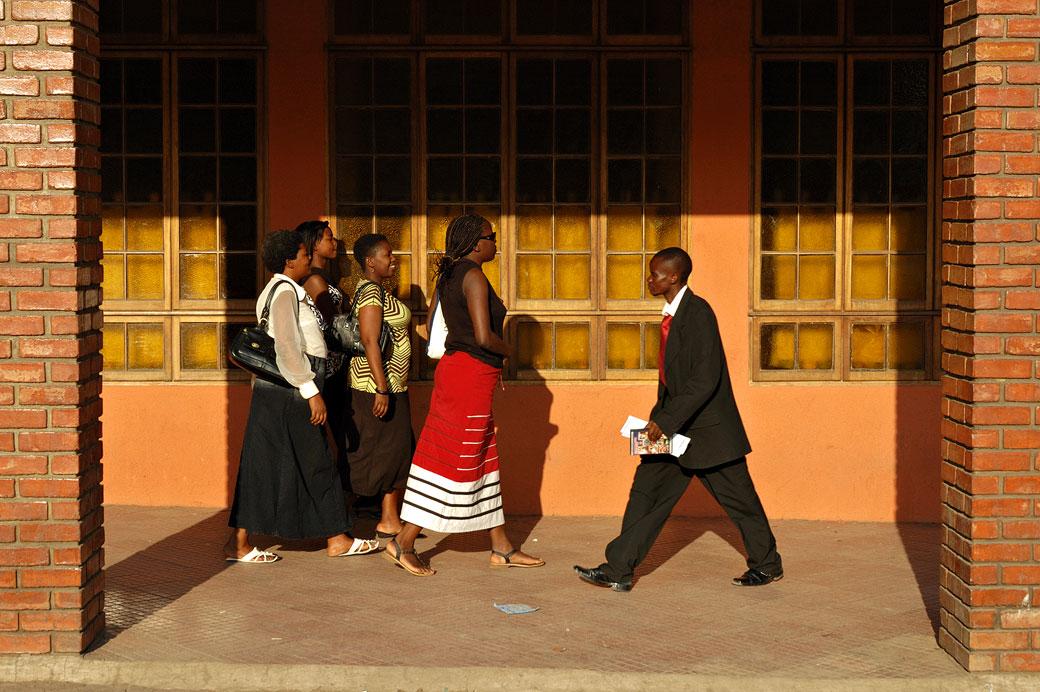 Groupe de femmes et homme d'affaire à Livingstone, Zambie