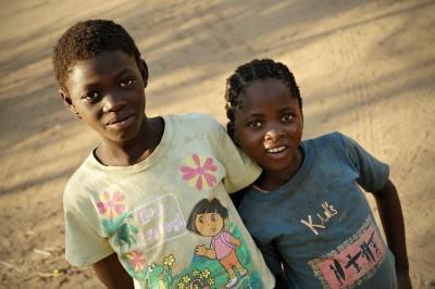 Jeunes filles dans le village de Kawaza, Zambie