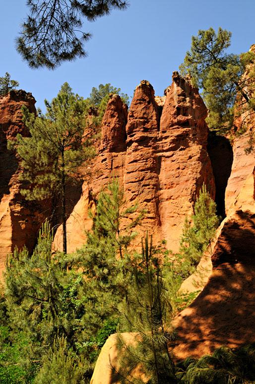 La Chaussée des Géants au sentier des ocres à Roussillon, France