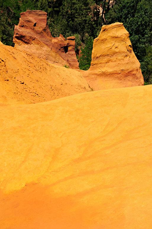 Les couleurs des ocres de Roussillon en Provence, France