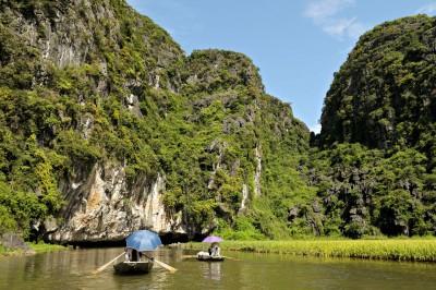 Barques sur la rivière Ngo Dong à Tam Coc, Vietnam
