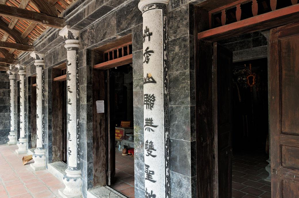 Les portes du Temple de Thai Vi à Tam Coc, Vietnam