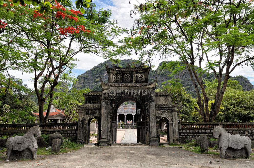 Entrée du temple de Thai Vi à Tam Coc, Vietnam