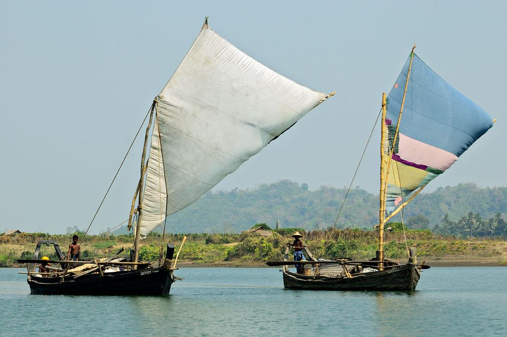 Bateaux à voile sur la rivière Lemyo, Birmanie