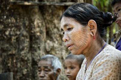 Femme Chin tatouée sur le visage, Birmanie