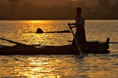 Coucher de soleil sur la rivière Lemyo, Birmanie