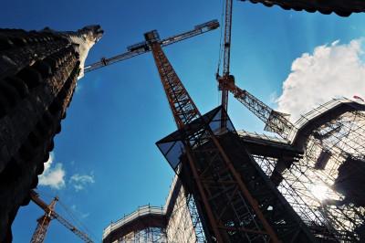 Grues de construction sur la Sagrada Família à Barcelone