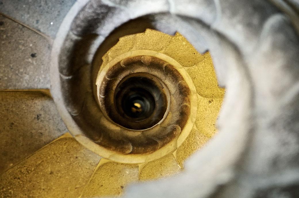 Escalier en colimaçon dans une tour de la Sagrada Família
