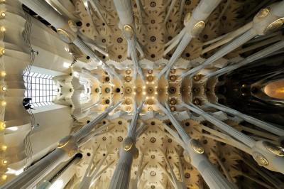 Colonnes et plafond de la nef centrale de la Sagrada Família