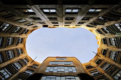 Cour intérieur de la Casa Milà à Barcelone, Espagne