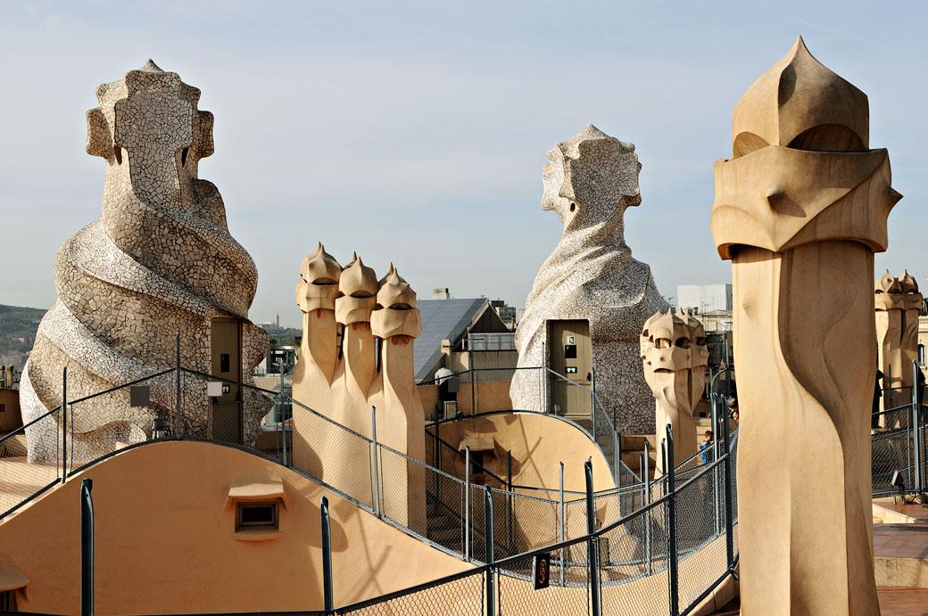 Tours de ventilation et cheminées de la Casa Milà à Barcelone