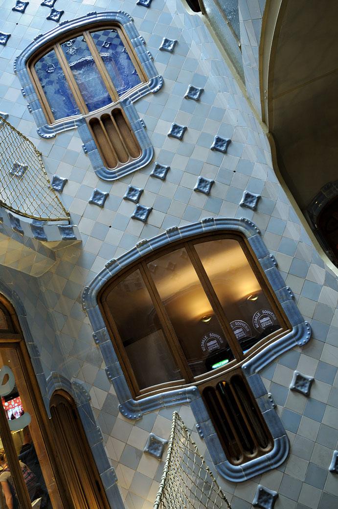 Fenêtre du puits de lumière de la Casa Batlló à Barcelone