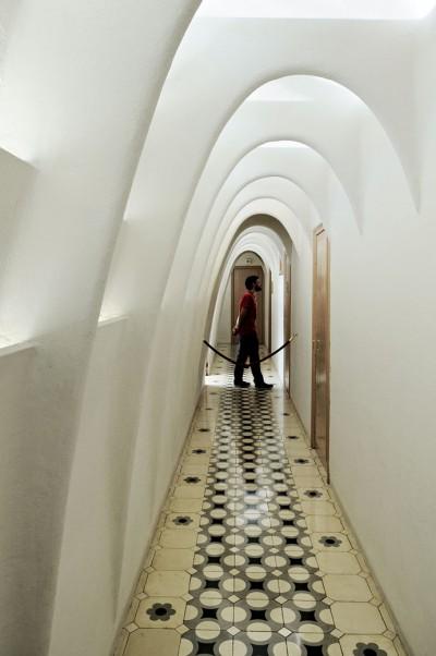 Arcs caténaires des combles de la Casa Batlló de Barcelone