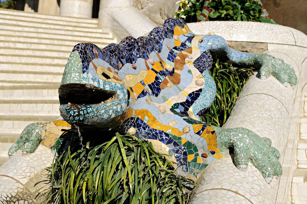 Salamandre fantastique au parc Güell de Barcelone, Espagne
