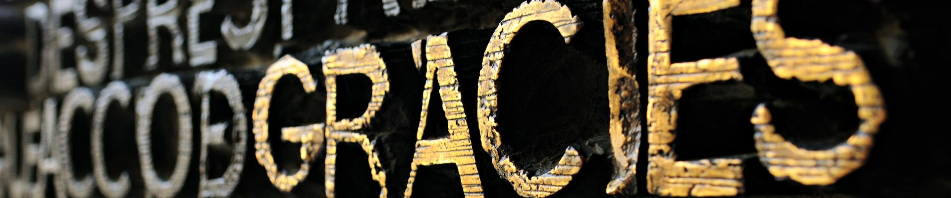 Top image gracies porte Sagrada Família