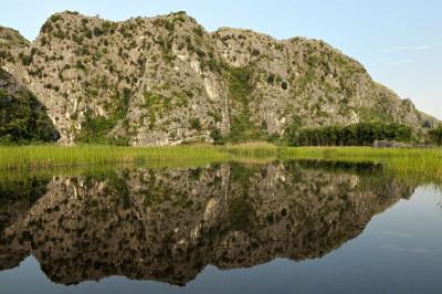 Miroir d'eau à la réserve de Van Long, Vietnam