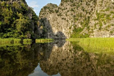 Miroir d'eau naturel à Van Long, Vietnam