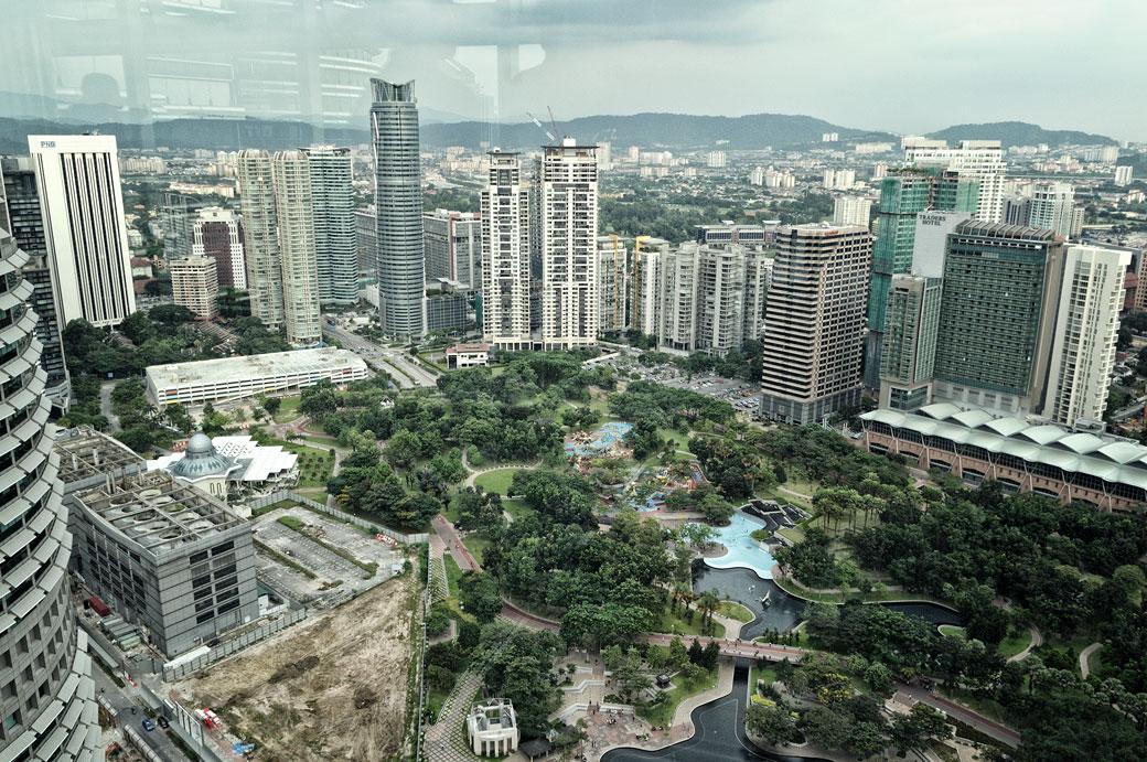 Espace vert KLCC depuis les tours jumelles Petronas, Malaisie