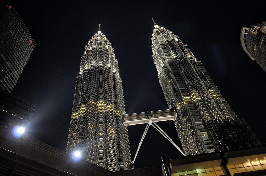 Tours jumelles Petronas de nuit à Kuala Lumpur