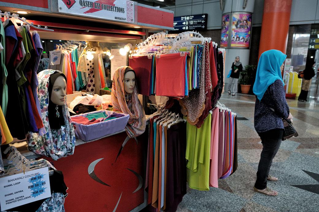 Petit magasin de hijabs à Kuala Lumpur