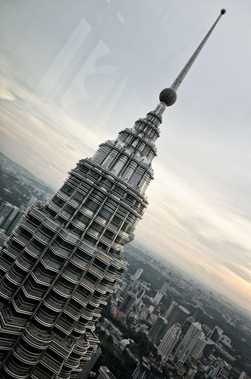Sommet d'une des tours jumelles Petronas à Kuala Lumpur, Malaisie