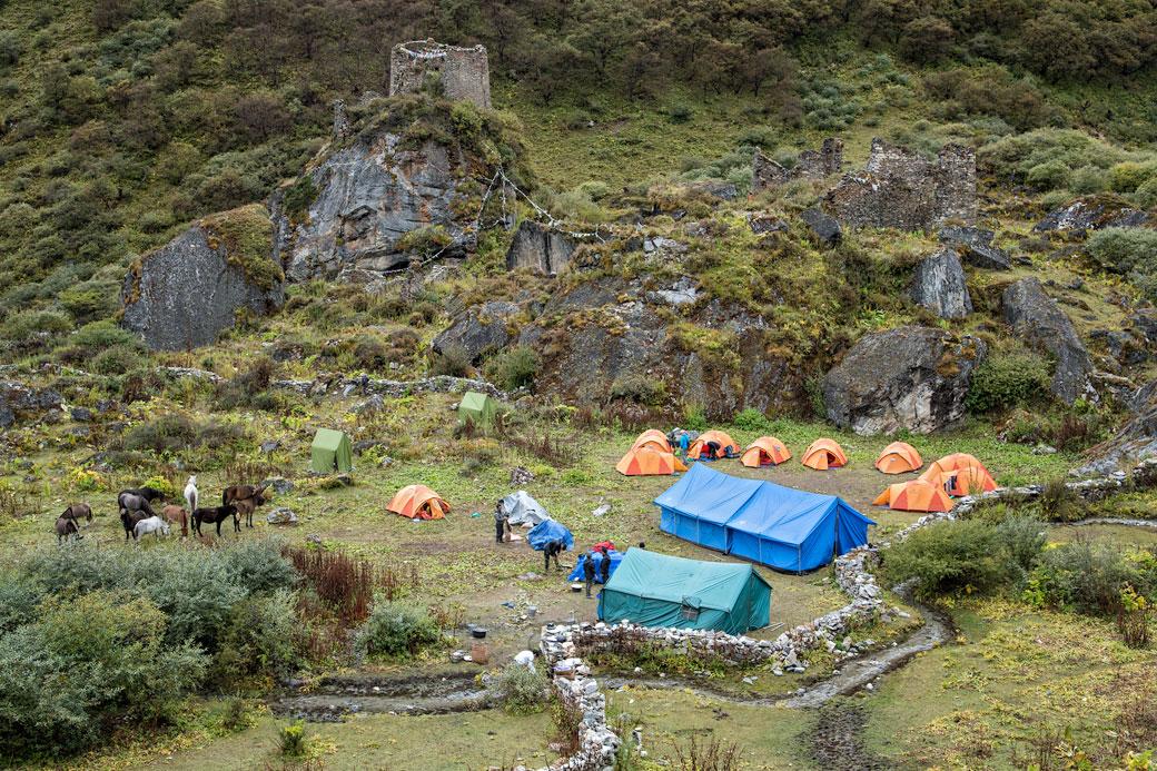 Camp de Jangothang et ruines d'un ancien dzong, Bhoutan