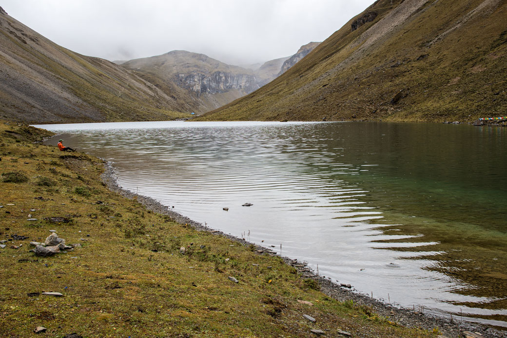 Jigme au bord de Tshophu Lake, Bhoutan