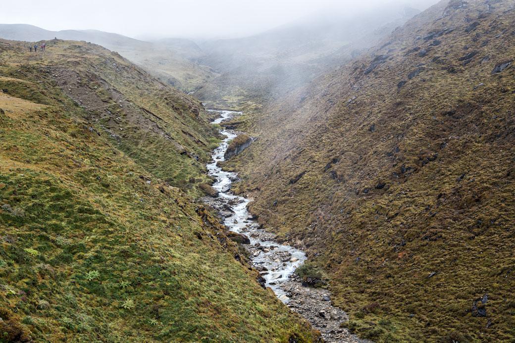 Petite rivière lors de la montée du col de Nyile La, Bhoutan