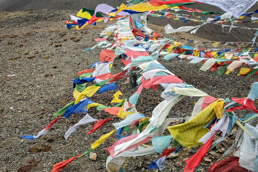 Drapeaux de prières au col de Nyile La, Bhoutan
