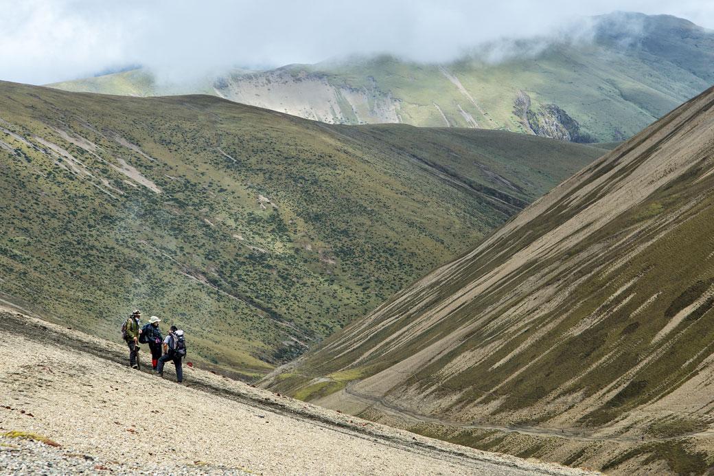 Trekkeurs au col de Nyile La, Bhoutan