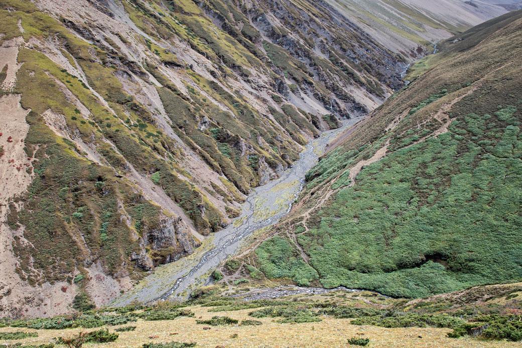 Belle vallée entre le col de Nyile La et Lingshi, Bhoutan