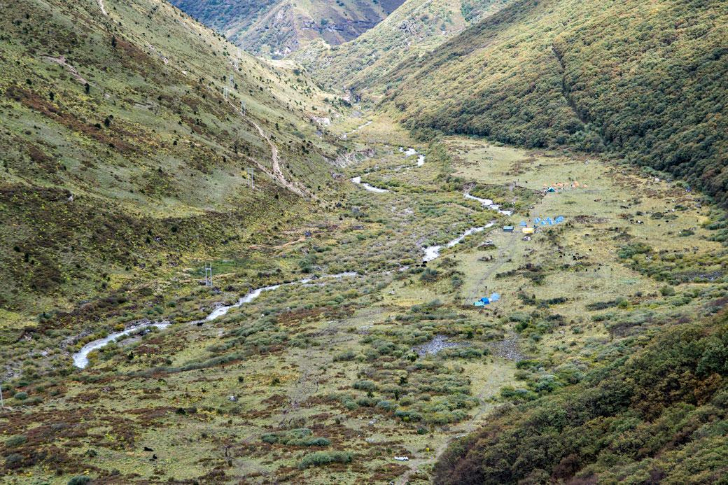 Arrivée au camp de Lingshi, Bhoutan