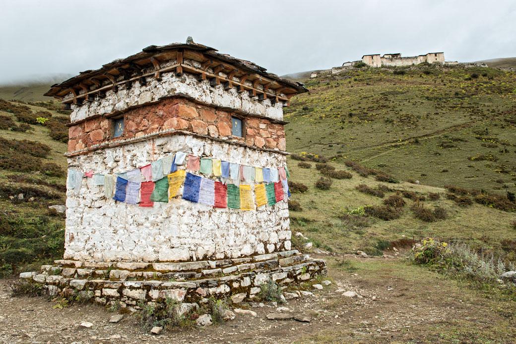 Chorten près du dzong de Lingshi, Bhoutan