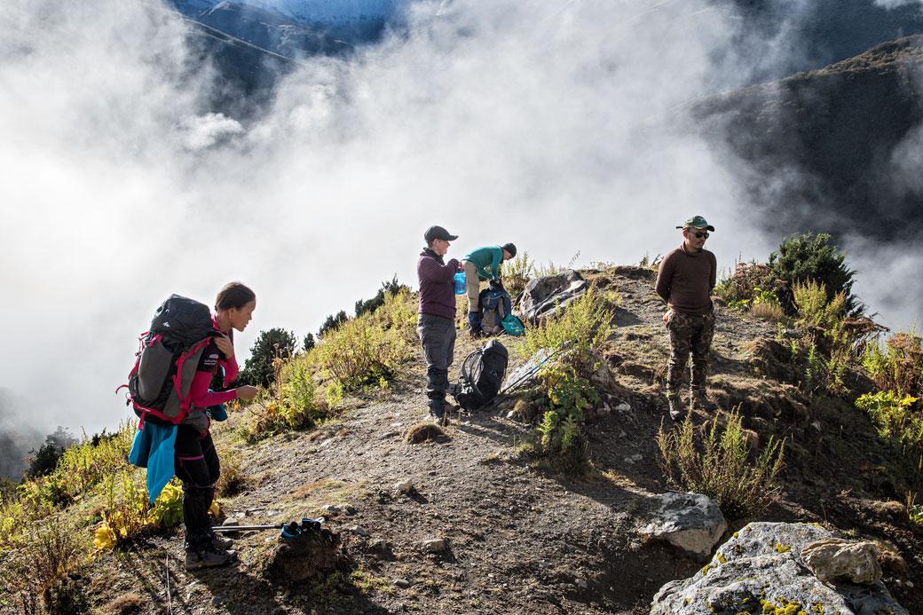 Trekkeurs en route pour le col de Gombu La, Bhoutan